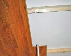крепить ламинат на потолок
