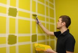 покраска стен в два цвета с помощью малярного скотча