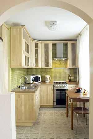 отсутствие двери на маленькой кухне