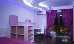 фиолтеовые шторы под светлые обои