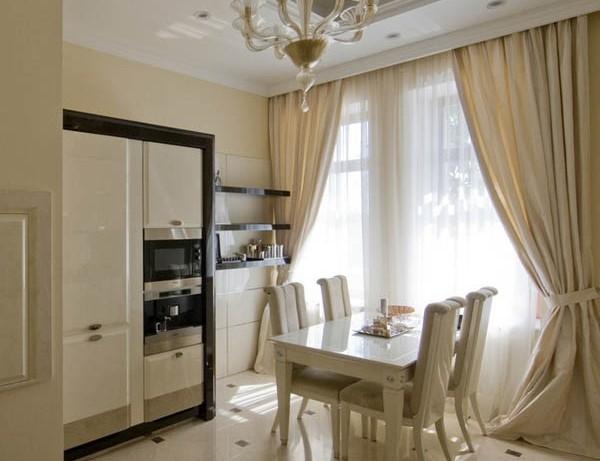классические шторы на кухне