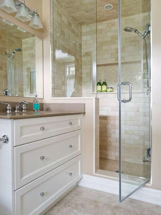 маленкая ванная комната прозрачные шторки