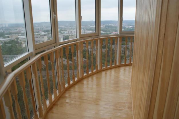 отделка балкона деревянной вагонкой 3