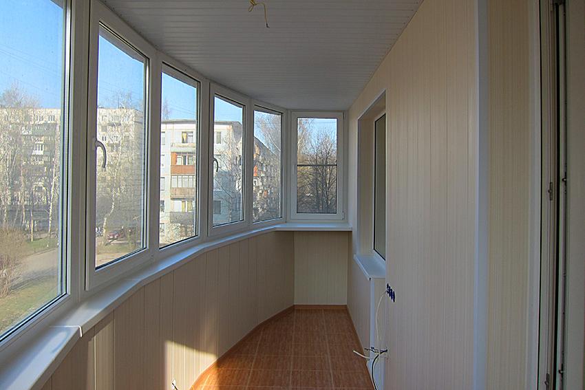 отделка балкона пластиковыми панелями 2