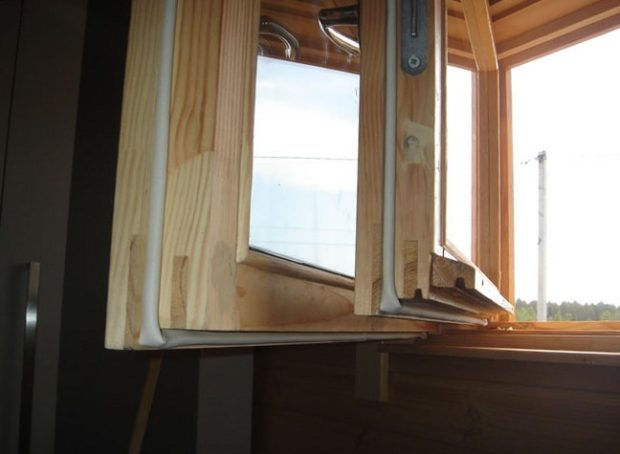12 советов по утеплению деревянных окон своими руками