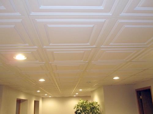 8 советов, как выбрать и наклеить потолочную плитку из пенополистирола
