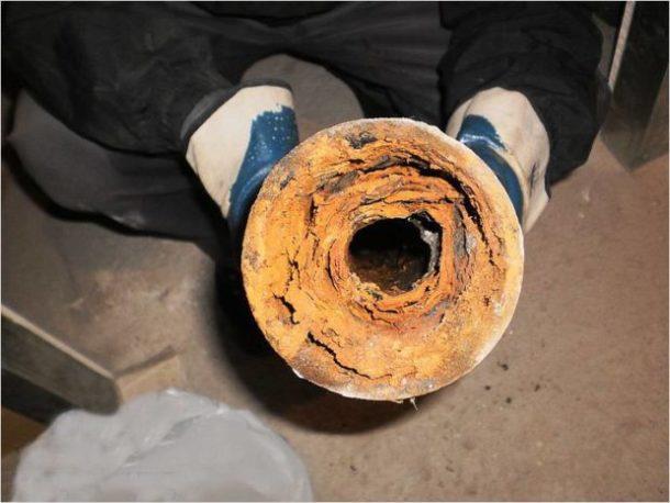 Жировые засоры канализационной трубы