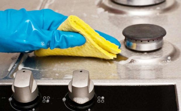 22 способа, как очистить плиту от жира и нагара в домашних условиях