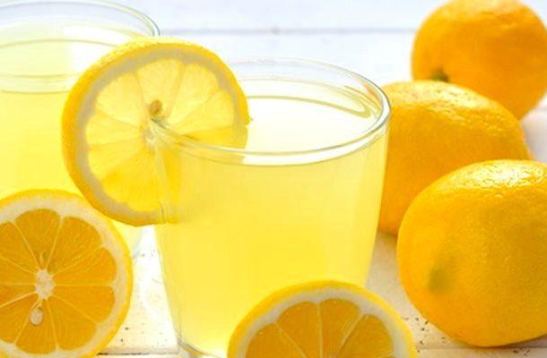 Мойка окна с использованием лимона или лимонной кислоты