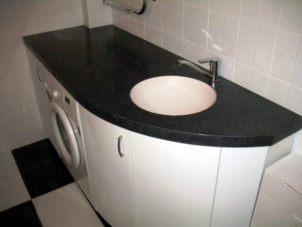 Стиральная машина в маленькой ванной комнате: 6 идей размещения + фото