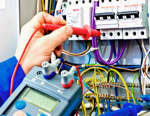 Монтаж и замена электропроводки в помещении: как найти профессионала