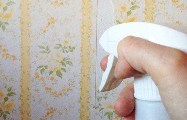 снятие обоев при помощи воды