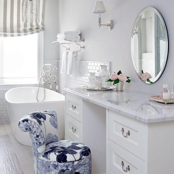 Стул для туалетного столика в ванной комнате