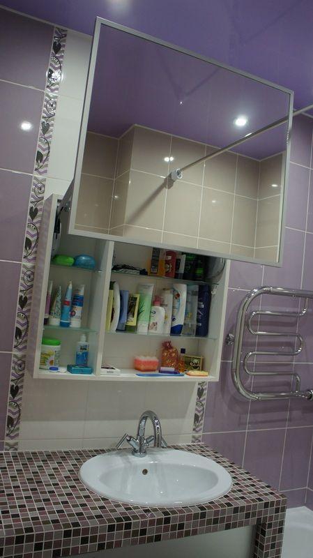 Зеркало над туалетным столиком в ванной