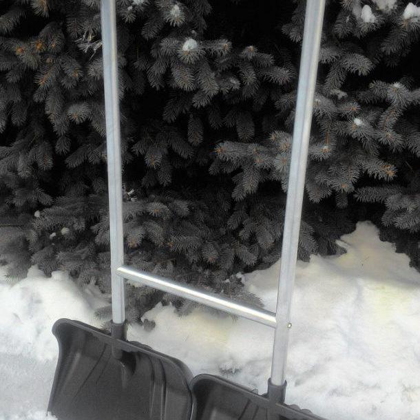 Скребок для снега с двумя ковшами