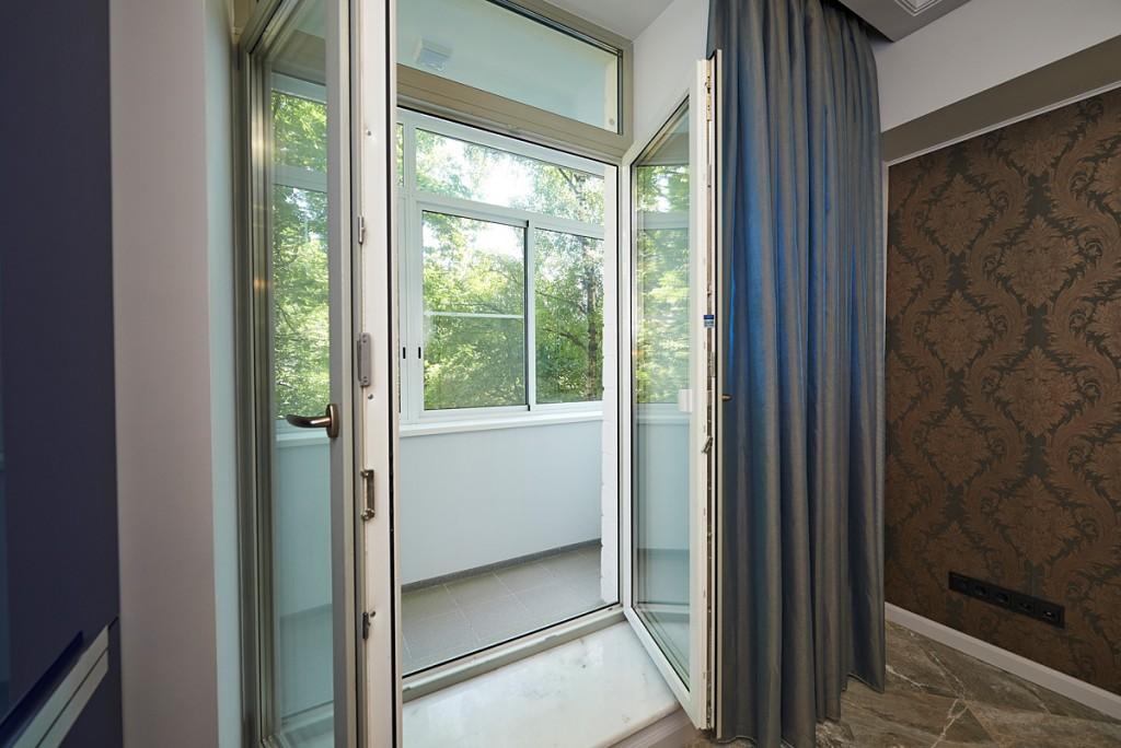 балконная дверь с двумя створками