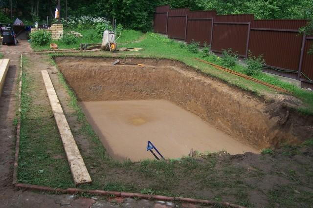 бассейн бетонный рытье котлована