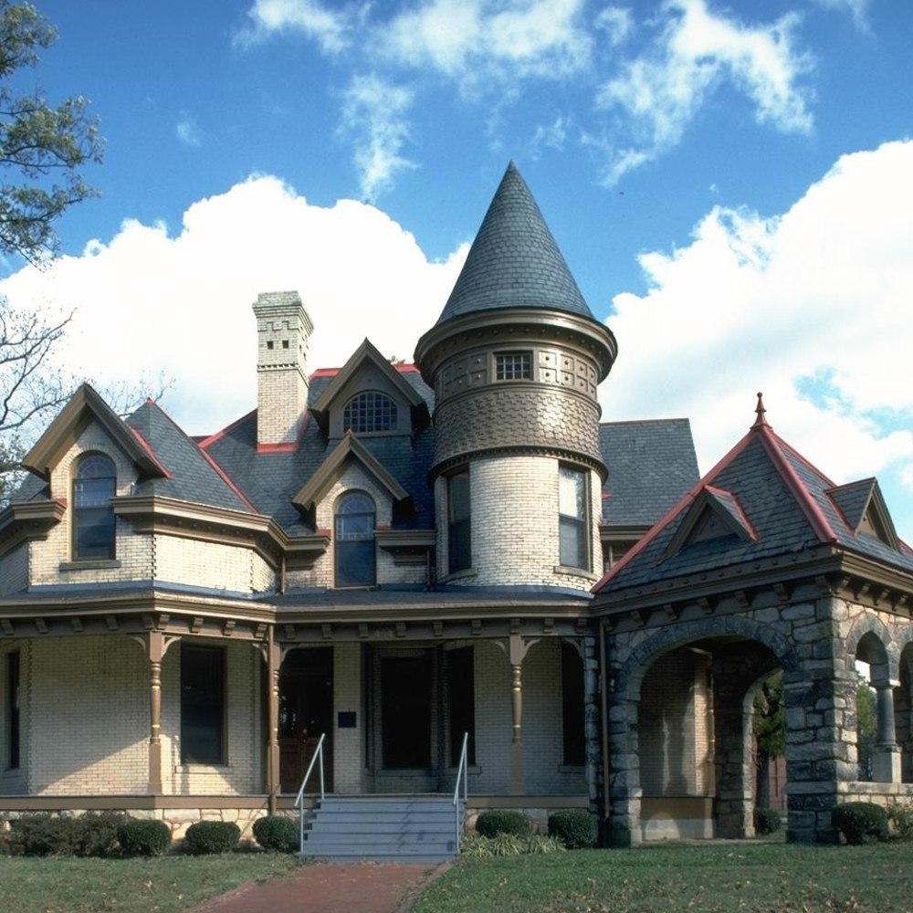 частный дом в замковом стиле