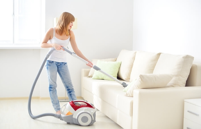 16 способов почистить мягкую мебель в домашних условиях