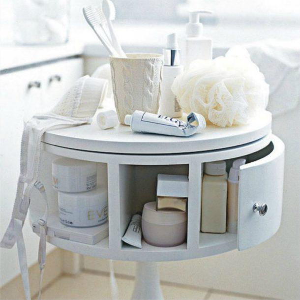 Вращающийся туалетный столик в ванной комнате