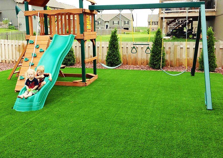 детская площадка на даче газон