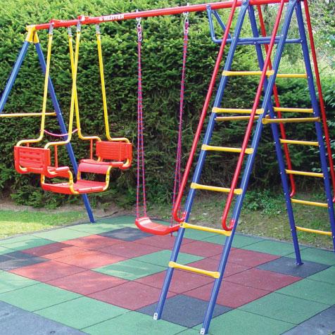 детская площадка на даче резиновая плитка