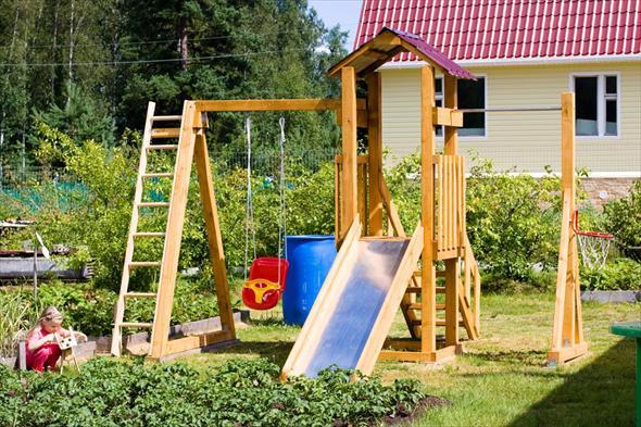 Обустройство игровой площадки для детей на даче