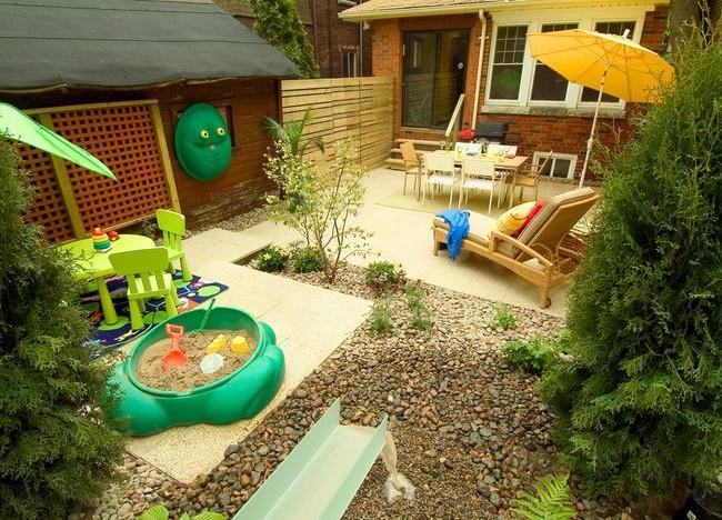 детская площадка на маленьком участке