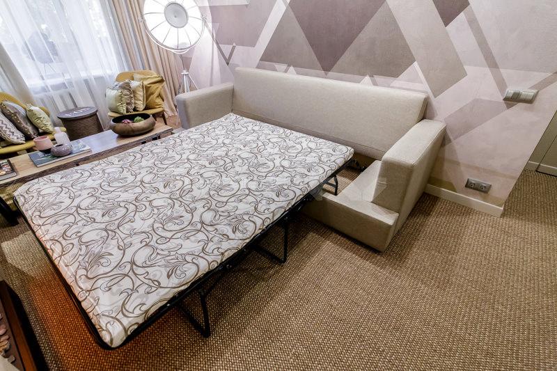 диван в интерьере гостиной 2