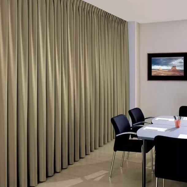 Драпировка стен тканью в офисном помещении