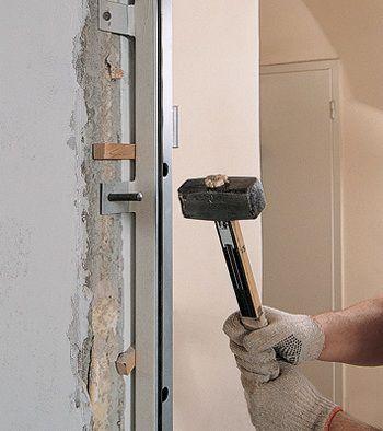 Монтаж двери анкерами за проушины