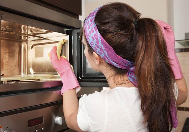 6 способов, как отмыть микроволновку в домашних условиях быстро