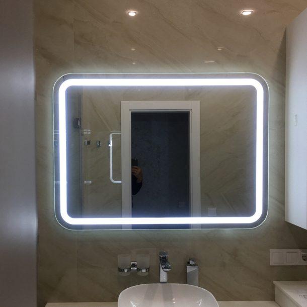 Зеркало для ванной над туалетным столиком