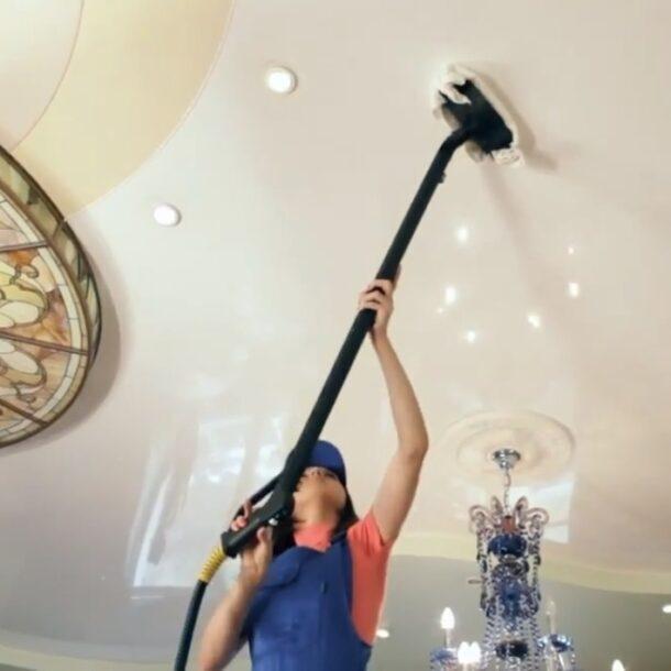 Когда мыть натяжной потолок