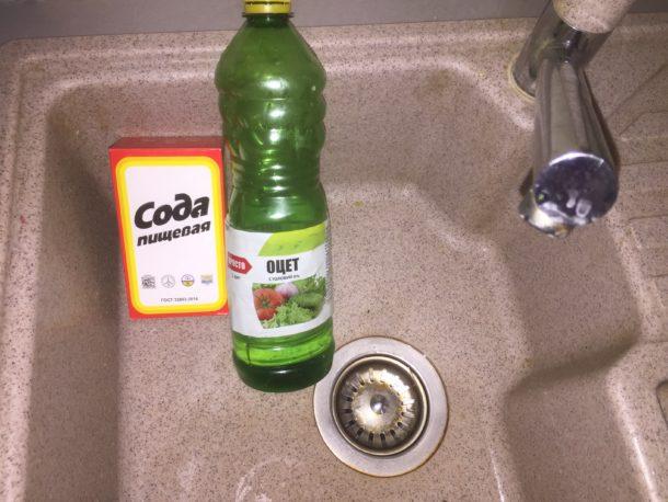Прочистка труб содой и уксусом