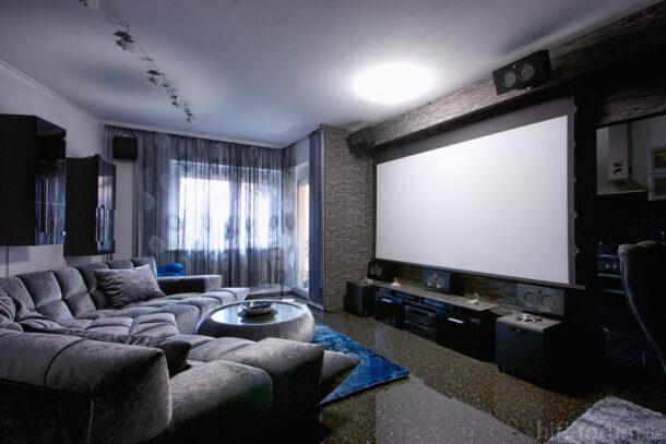 проектор в гостиной
