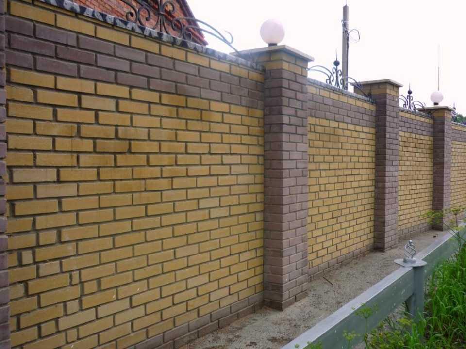 кирпичный забор для участка