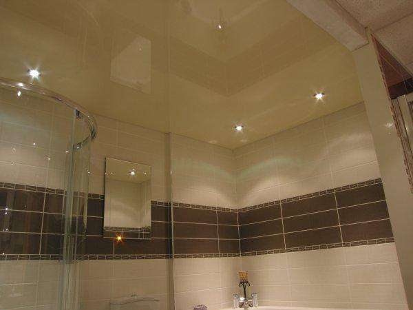 косметический ремонт ванной комнаты потолок