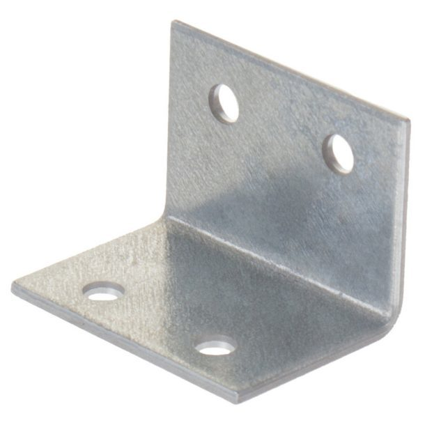 Металлический уголок для крепления стеллажа