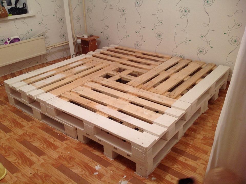 Ответ на все эти вопросы один: а вот для тех, кто незнаком с подобной техникой, у нас есть более простой способ — декорировать стену над кроватью.