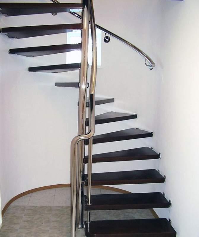 лестница для дома из металла