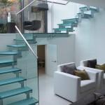 лестница для дома стеклянная