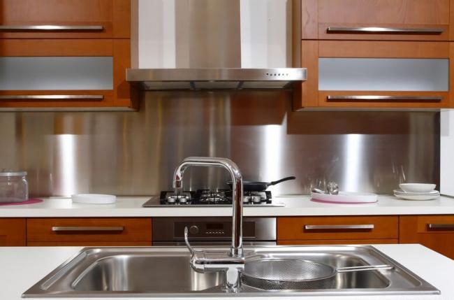 металл для стен кухни