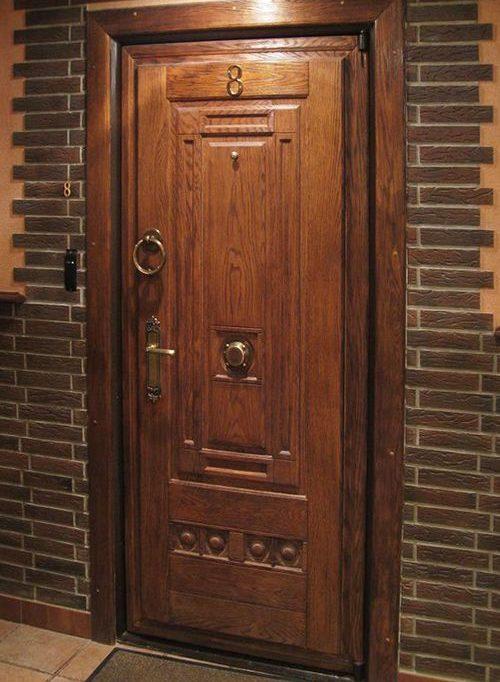 Отделка деревом металлической входной двери