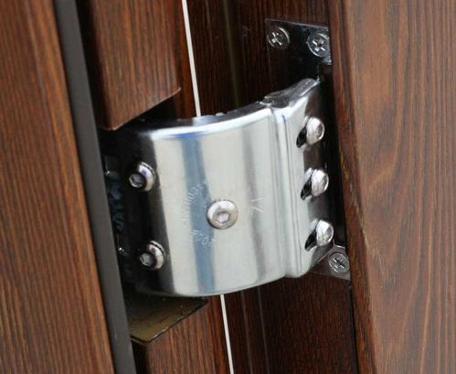 Скрытые петли металлической входной двери