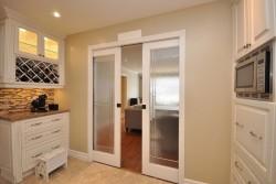 монтаж двери на кухне