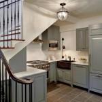 оформление пространства под лестницей 5
