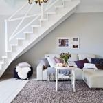 оформление пространства под лестницей 8