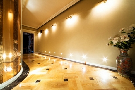 Организация освещения в коридоре квартиры и дома