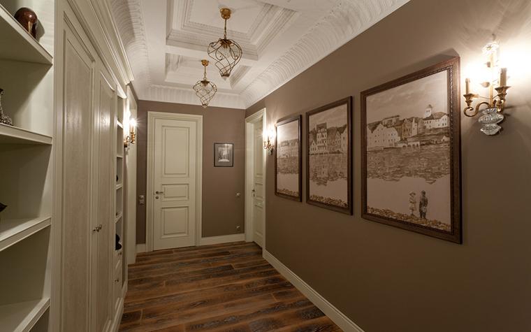 освещение высокого коридора